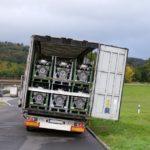 Osthessen  POL-OH: Menschenleben gefährdet - Polizei stoppt Sattelzug
