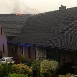 FW Rheurdt: Dachstuhlbrand nach Blitzeinschlag
