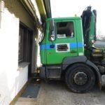 POL-PDMY: Führerloser LKW rollt in Wohnhaus