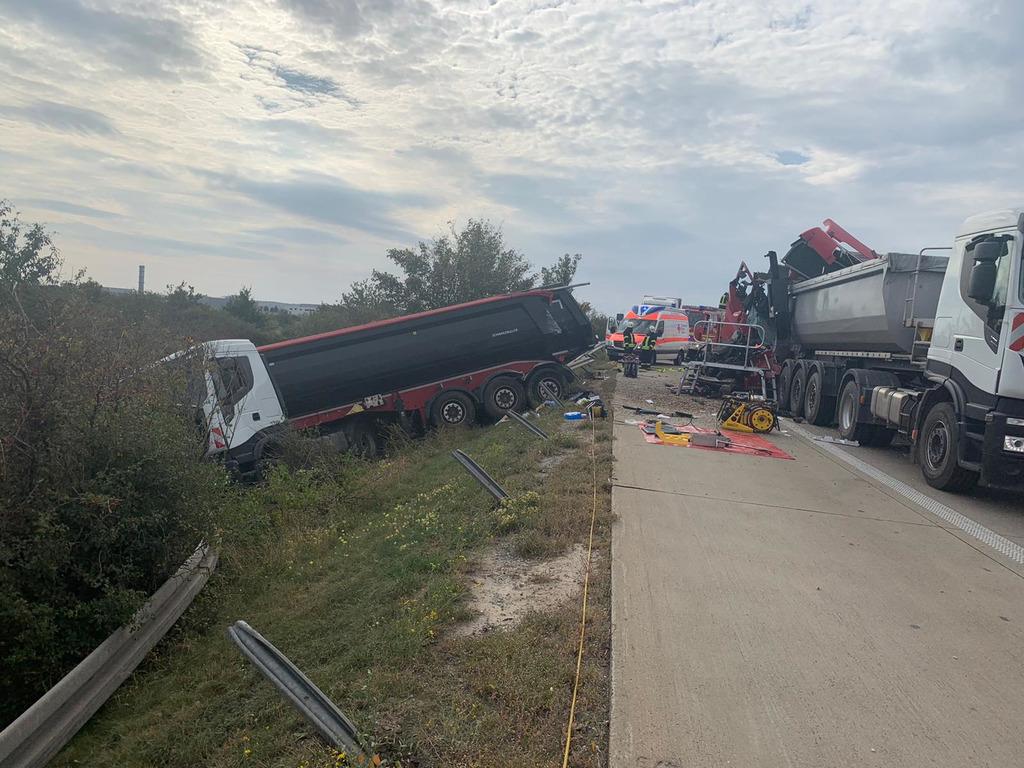 Sattelzug fährt in Stauende – Fahrer stirbt noch an der Unfallstelle 23.09.2020, Magdeburg – 59 / 2020