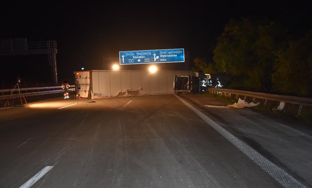 Verkehrsunfall mit 4 leichtverletzten Personen und längerer Vollsperrung der BAB 2 in Fahrtrichtung Berlin nach Sekundenschlaf 08.10.2020, Magdeburg – 64 / 2020