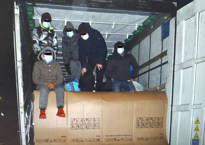 BPOLI MD: Kühlschränke und fünf Menschen geladen – Nächste LKW-Schleusung endet in Sachsen-Anhalt