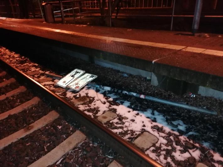 BPOLI MD: Regionalbahn kollidiert mit Schildmast – Zeugenaufruf
