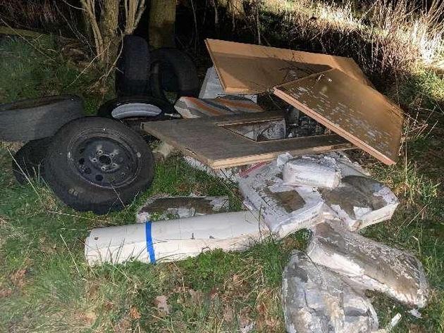 POL-AUR: Wittmund – Müll auf Feldweg entsorgt