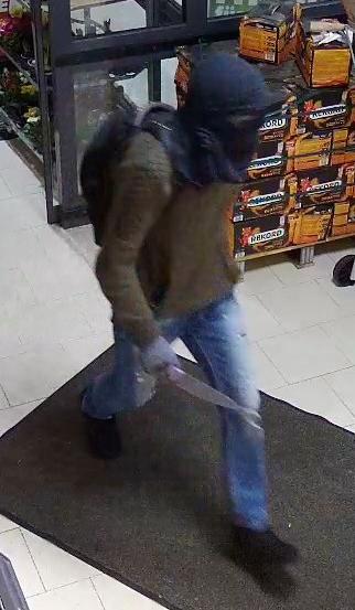 Stade: Stader Polizei sucht mit Bildern der Überwachungskamera nach Einkaufsmarkträuber, Tageswohnungseinbrecher in Drochtersen