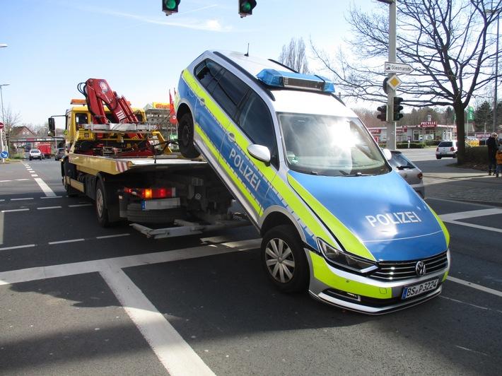 POL-BS: Streifenwagen rutscht vom Abschlepper – Ursache ungeklärt