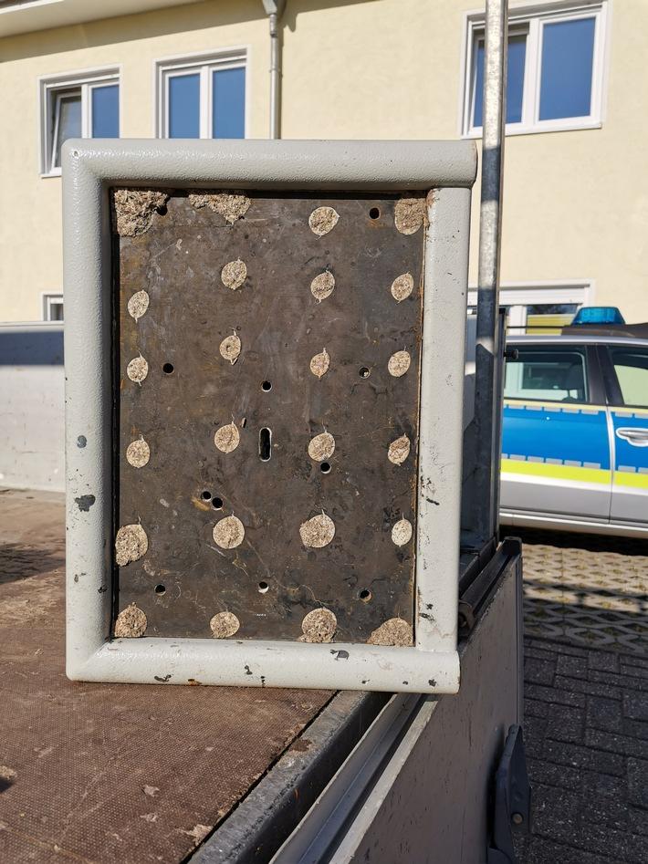 POL-CUX: Tresor und Portemonnaie gefunden ++ Wohnungseinbrüche ++ Werkstatteinbruch