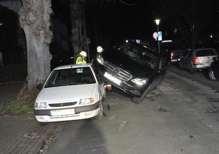 POL-OL: +++ Totalschaden nach spektakulärem Unfall +++